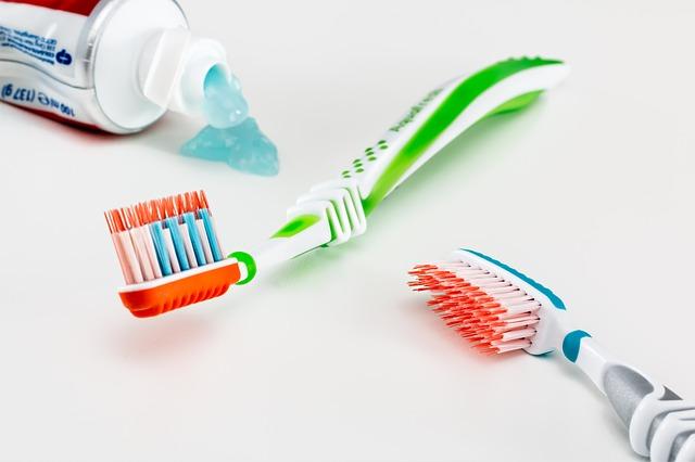 اسرار استخدامات معجون الاسنان في التجميل للوجه و البشره